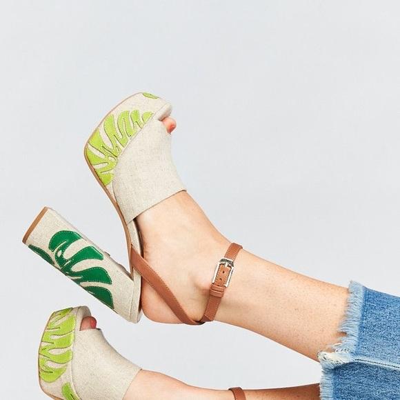 c40fe6bc7ff7 Dolce Vita Shoes - Dolce Vita 7.5 Lando Platform Ankle Wrap Sandals